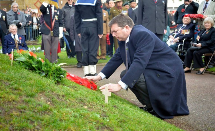 G placing wreath